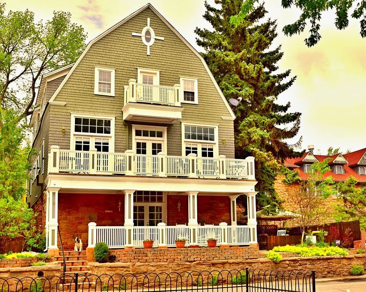 The Heart of Manitou Springs. Award-winning. Luxurious. Romantic. 2nd Floor West, location de vacances à Manitou Springs