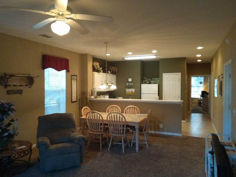 1st floor 3 Bedroom Condo with Free Wifi, vacation rental in Sunset Beach
