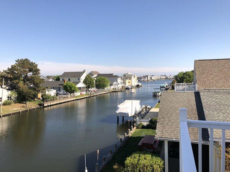 Waterfront w/ Dock-1mi to Beach!, location de vacances à Fenwick Island