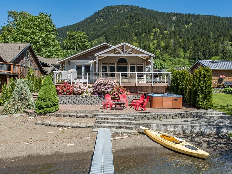 Lake Sutherland Retreat on the Sunny Side of the Lake!, alquiler de vacaciones en Port Angeles