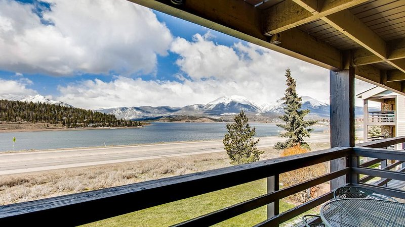 Lakeside Retreat - Perfect Location For Couples Or Families W/ Unbeatable Views!, holiday rental in Dillon