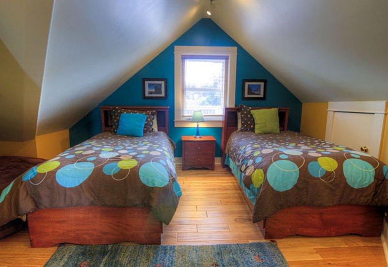 Deuxième chambre avec 2 lits jumeaux et demi-bain