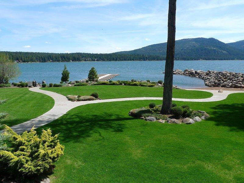 Beautiful Lake Almanor Villa, Lake View, BOAT SLIP 4 BR / 3 Ba wireless Internet, casa vacanza a Hamilton Branch