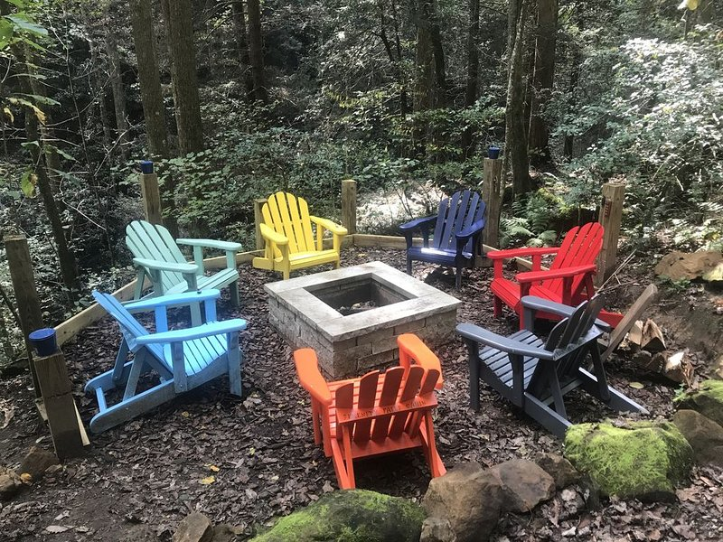 Secluded Red River Gorge Pet-Friendly Cabin on 3 acres (Serenity Falls), holiday rental in Rogers