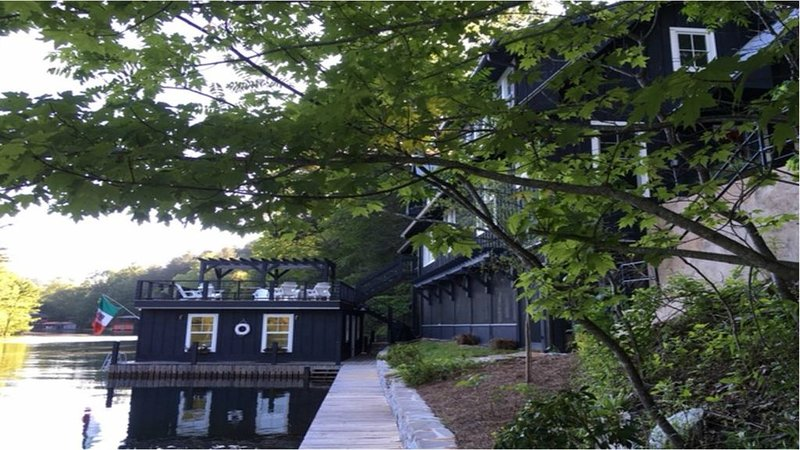 Lake Rabun Rental - Classic Waterside Home and Boathouse, holiday rental in Lakemont