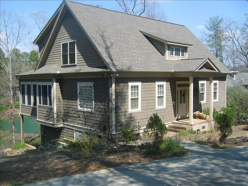 Beautiful Lake Front Home at Foot of Blue Ridge Mountains, location de vacances à Salem