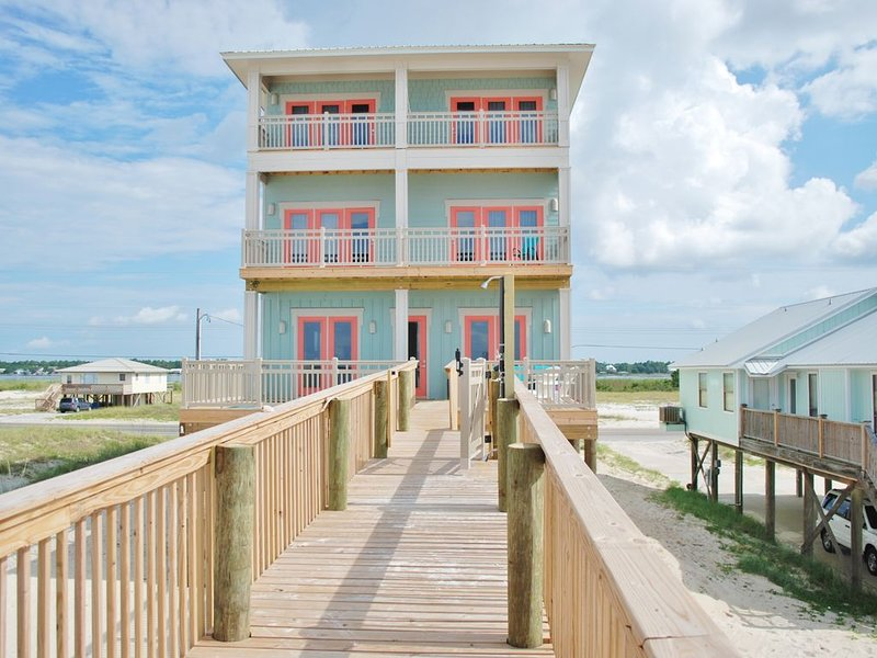 Don't Miss This Amazing Beach Weather! Beautiful 8bd/8.5ba Sunny Gulf Shores AL!, holiday rental in Gulf Shores