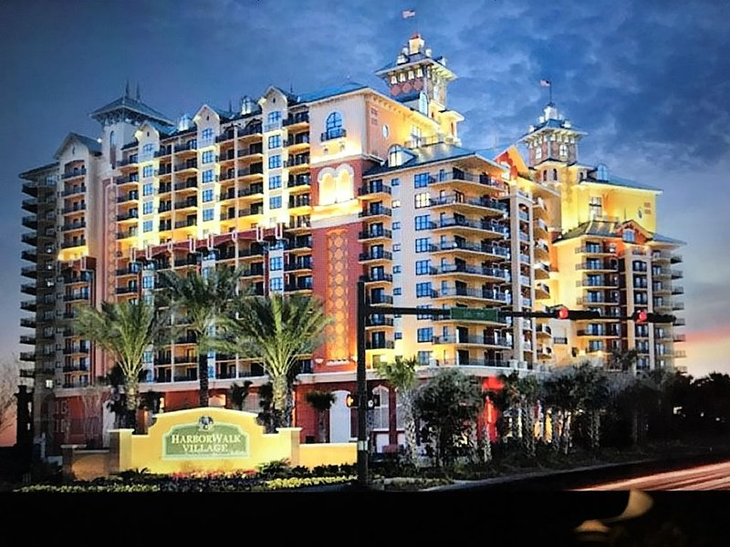 "The Emerald Grande �3bd 3ba � Nov15-25$189*night! � 65""4K TV� wood flrs�get, location de vacances à Destin"