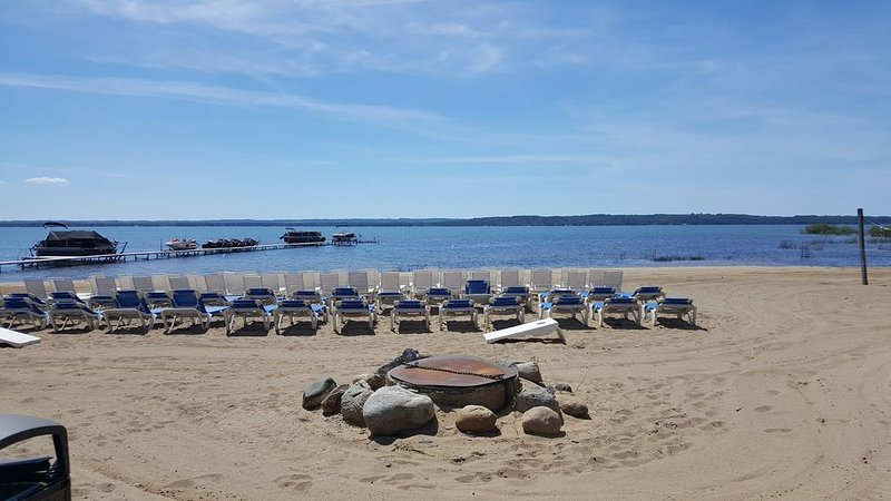 Spectacular Fall Colors & Beautiful Sunsets on East Bay Beach, holiday rental in Williamsburg