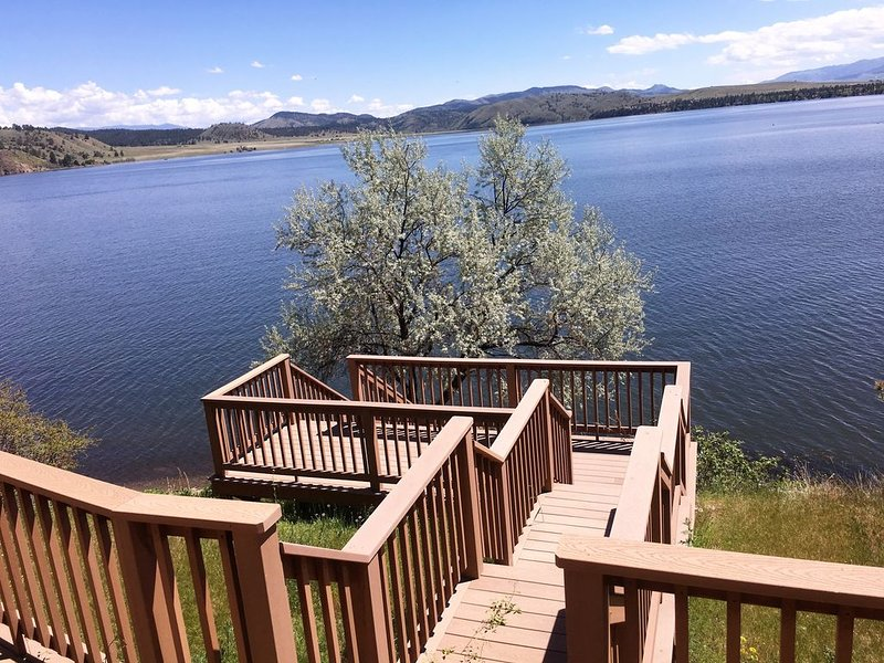 Twin Peaks Lakefront Property 4200 sq ft., vacation rental in Helena