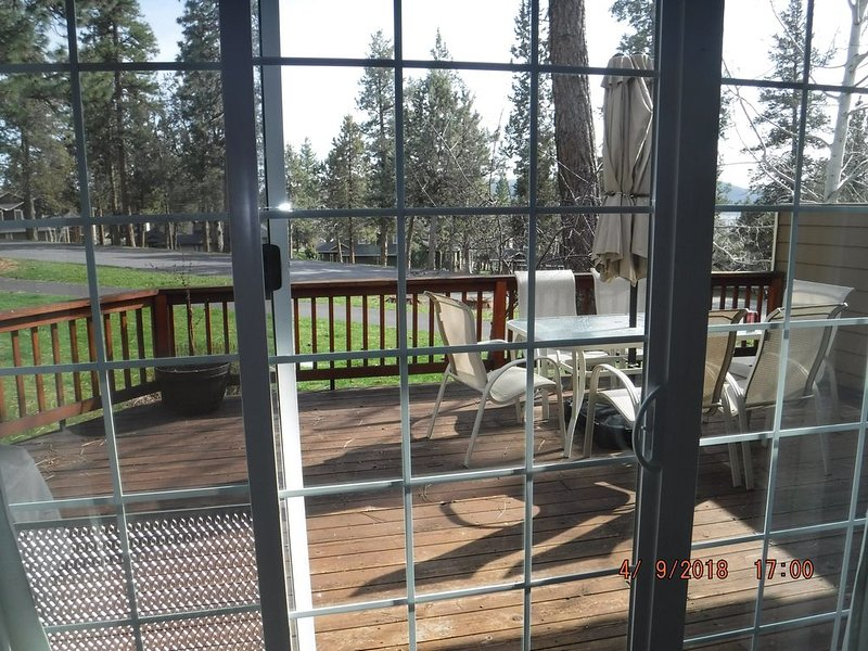 Family Friendly Running Y Townhouse near Klamath Falls and Crater Lake, Ferienwohnung in Keno