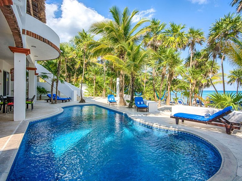 5-Star Experience! Oceanfront Villa w/ Private Beach + Pool, Snorkelling, holiday rental in Chacalal
