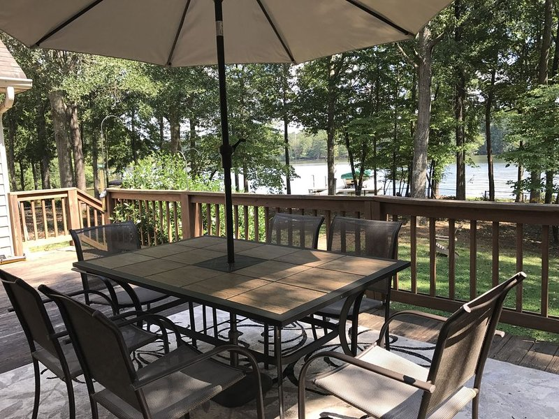 Waterfront, pet friendly & fenced yard!  Safe Haven & Great Escape!, vacation rental in Eatonton