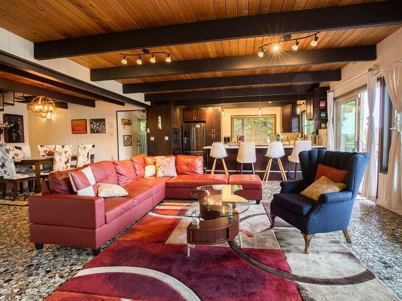 *HOOD CANAL'S WATERFRONT Shoofly Creek Retreat*, casa vacanza a Allyn