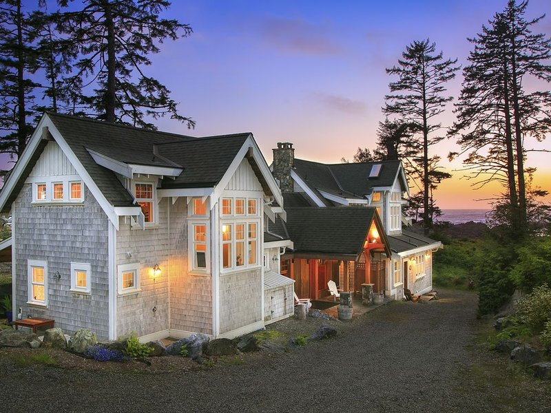 OCEANFRONT PROPERTY - Black Rock Beach House, vacation rental in Vancouver Island