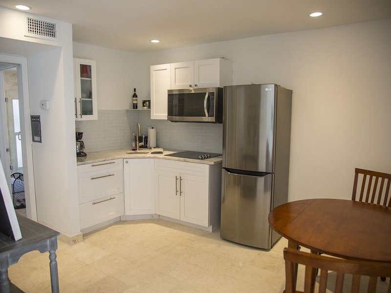 Playalido Unit #6 127 Cleveland Dr, holiday rental in Lido Key