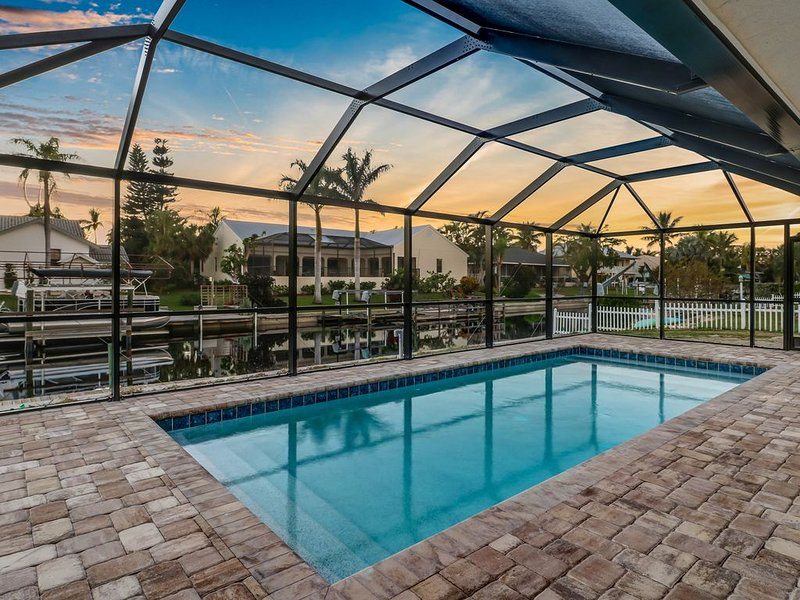 Beautiful Waterfront Pool Home, All New Furnishings, Entire Home Updated 2018, vacation rental in Bonita Springs