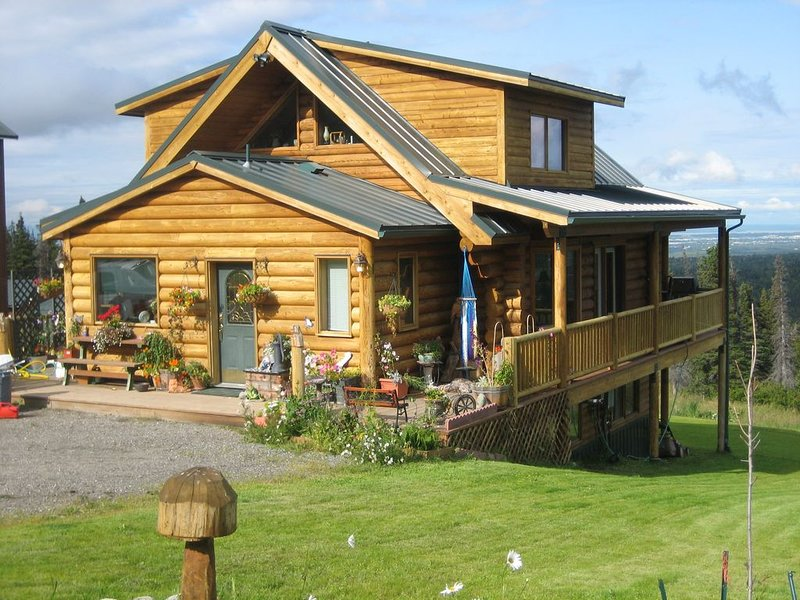 Have an Authentic Log Cabin Alaskan 5 Star experience at 'The Eagles Nest', holiday rental in Anchorage