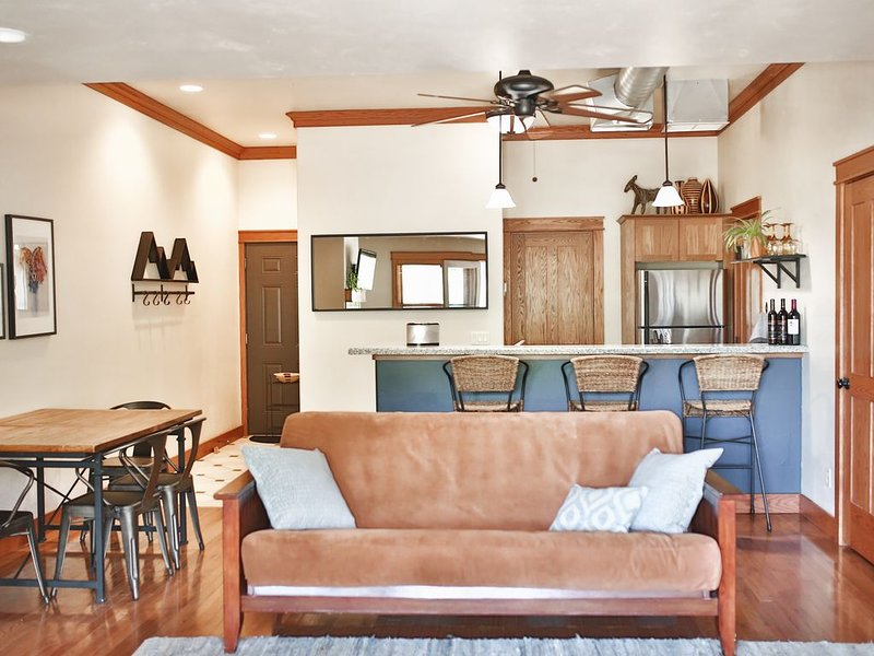 Best downtown studio, Sleeps 4, Fireplace, location de vacances à Pagosa Springs