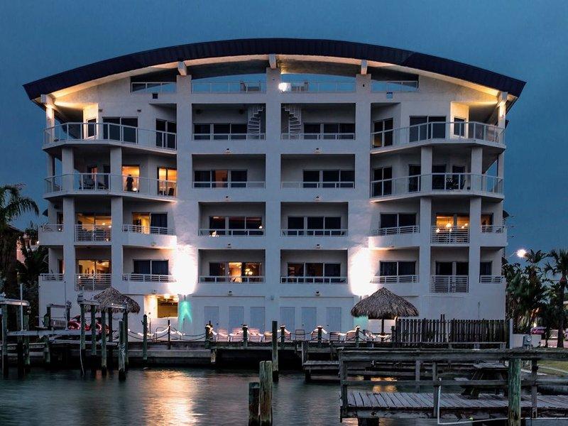 Luxury Waterfront, 3 BR/3 BA, Water Views, Walk to All, alquiler de vacaciones en Clearwater