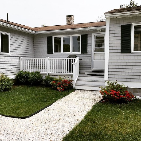 Seabreeze Cottage, steps to Kennebunk beach's or golf course., holiday rental in Kennebunk