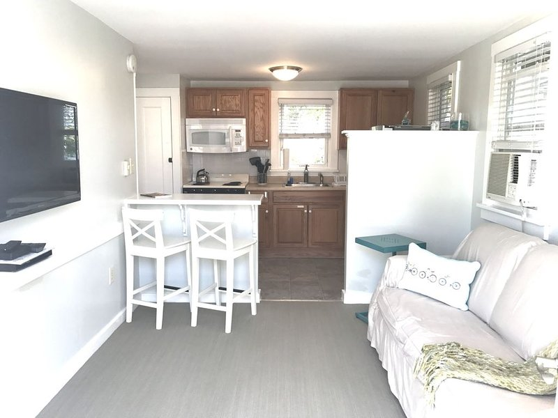 Stone Harbor - Boutique 1 Bedroom Condo...Just Steps from 96th Street!, holiday rental in Stone Harbor