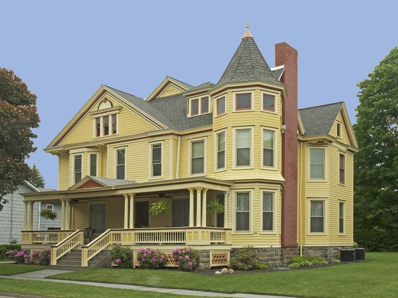 Restored Victorian Home, holiday rental in Corning