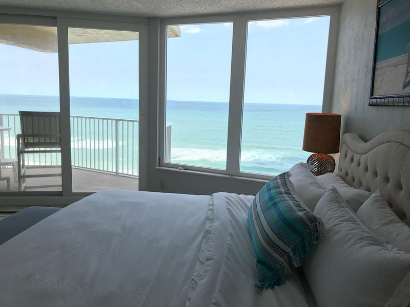 5-STAR BEACH CONDO-Stunning Views-No Drive Beach-Amazing Value-Great Ammenities, holiday rental in Daytona Beach Shores