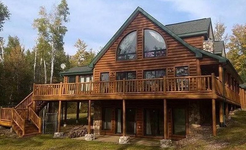 Upscale Lake Home on Beautiful 915 Acre Solberg Lake, Phillips WI, location de vacances à Butternut