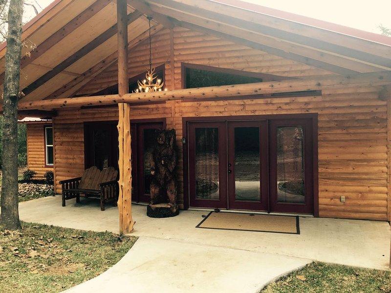 Luxury Log Cabin in the Premier Resort-Holly Lake Ranch, location de vacances à Winnsboro