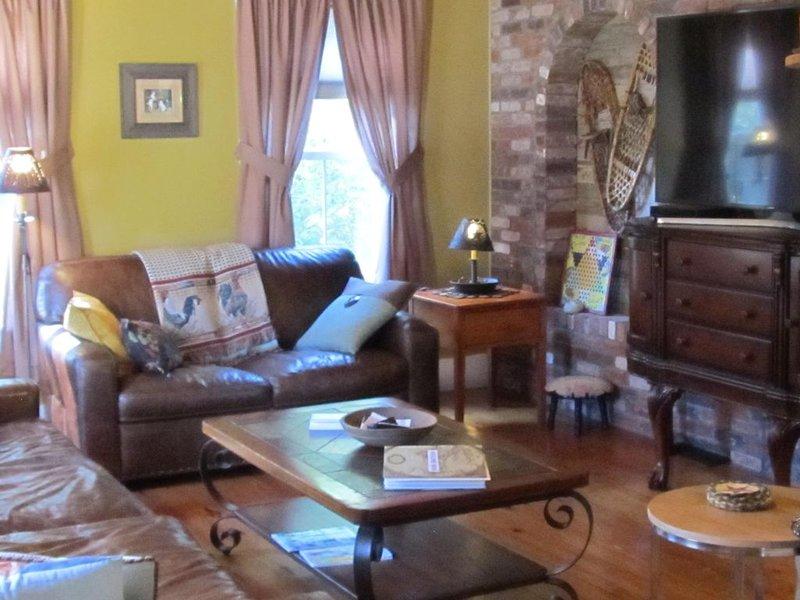 Family & Pet Friendly Farmhouse- Super location - 5 minutes to North Conway  !, aluguéis de temporada em Conway