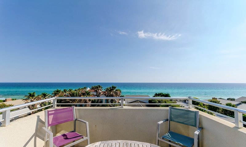 Location & Views! Lux Home for 20, Steps to Beach & Seaside. Pool, Bikes, Chairs, aluguéis de temporada em Grayton Beach