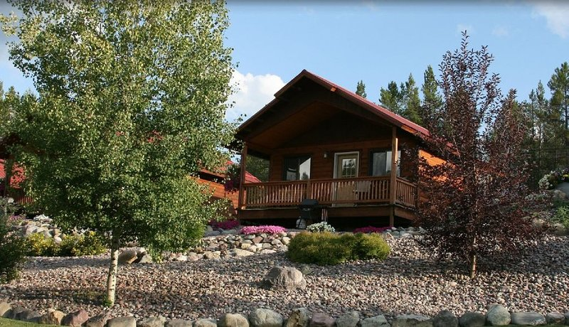 ROCKY MOUNTAIN CABIN – BEAUTIFUL PRIVATE SETTING, 6 MILES TO GLACIER PARK, alquiler de vacaciones en Parque Nacional Glacier