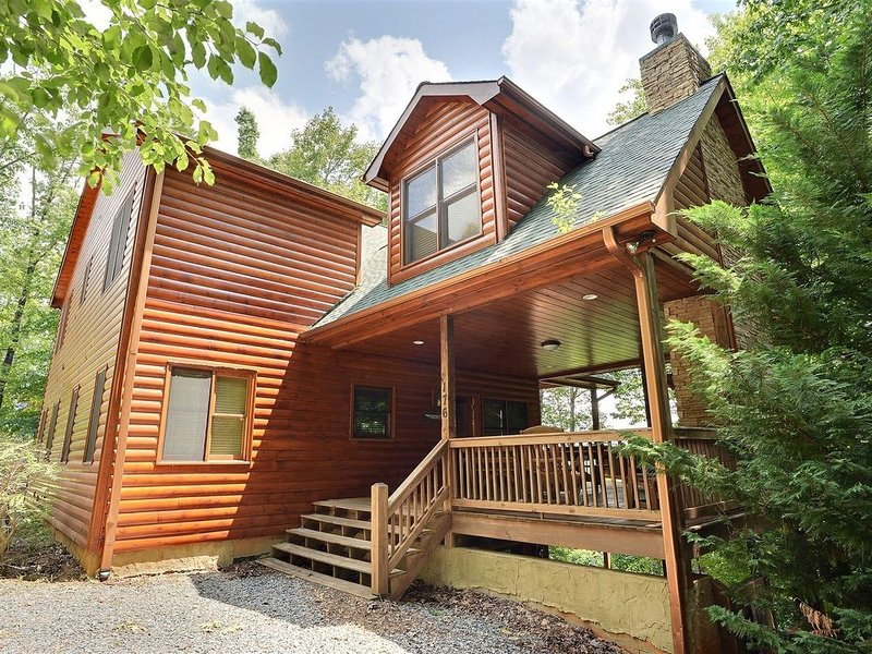 Stellar View 3300 sq ft Luxury Mountain Top Lodge with Amazing Long Range Views, vacation rental in Mineral Bluff
