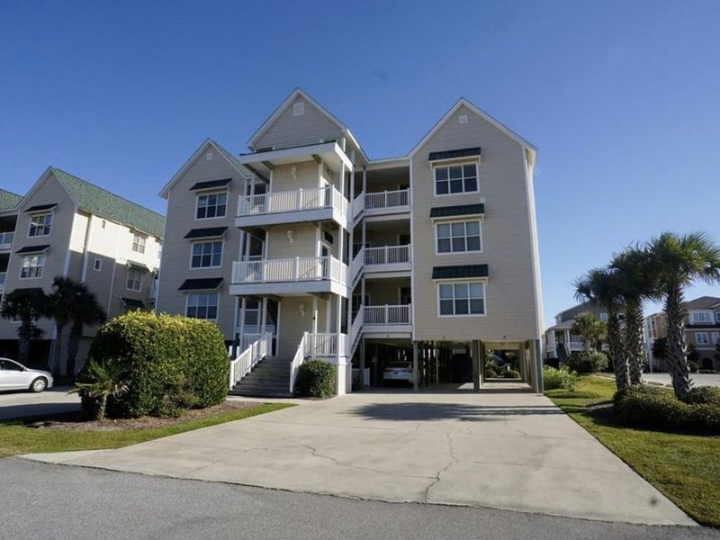 Ocean View - Castaway The Day -closest walk to beach access, pool, and tiki bar!, vacation rental in Ocean Isle Beach