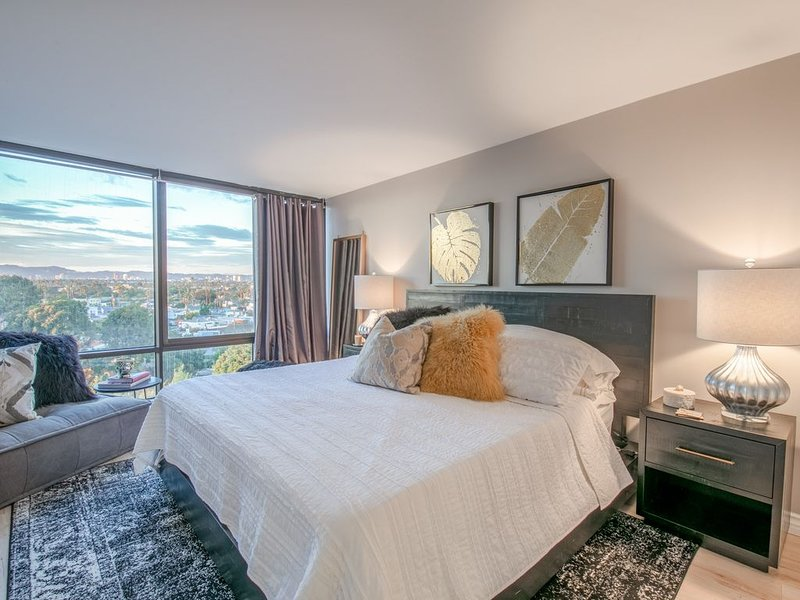 New! Beautifully Remodeled Condo with Gorgeous City Views, location de vacances à Marina del Rey
