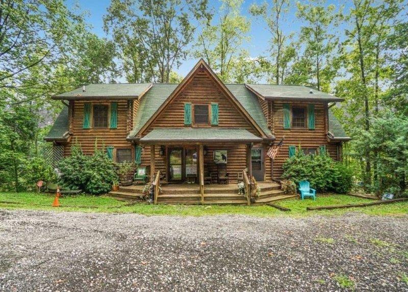 McNaron Lodge, vacation rental in Vein Mountain