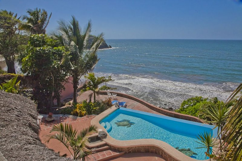 Platanitos Ocean Front Villa 4BR/2.5+BA, Private Pool, Wi-Fi, location de vacances à Platanitos
