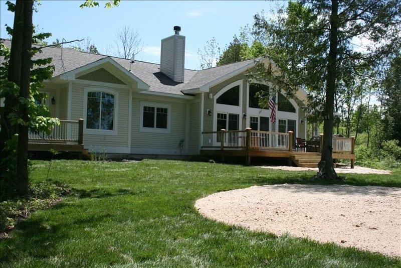 Fantastic 5 Bedroom Fully Furnished Home on Lake Leelanau!!, vakantiewoning in Leelanau County