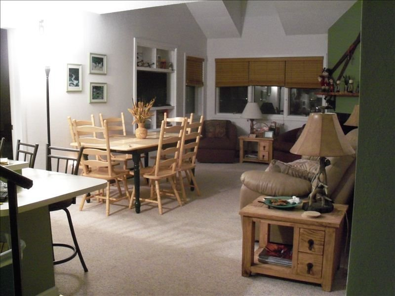 Deluxe Ski in / Ski Out Golf Condo - Sleeps 6+ at Granby Ranch!, alquiler de vacaciones en Granby
