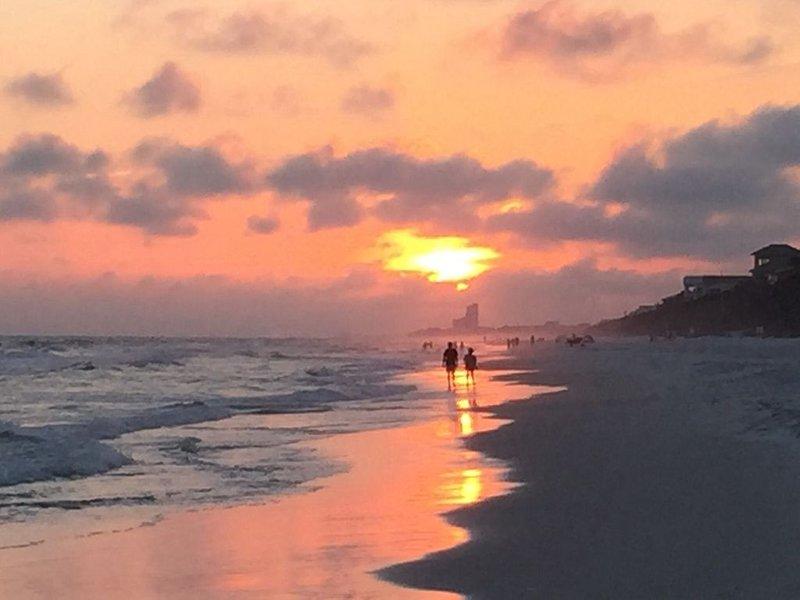 Beautiful Beachfront 2 BR-2 Bath Condo  —No Pets, casa vacanza a Alys Beach