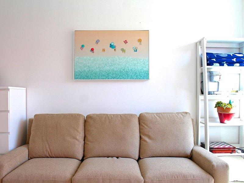 BEACHU & SUPER COZY LIVING ROOM