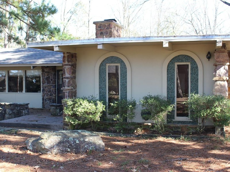 Large, Vintage, fully equipped, partially handicapped accessible home- Eden Isle, vacation rental in Heber Springs