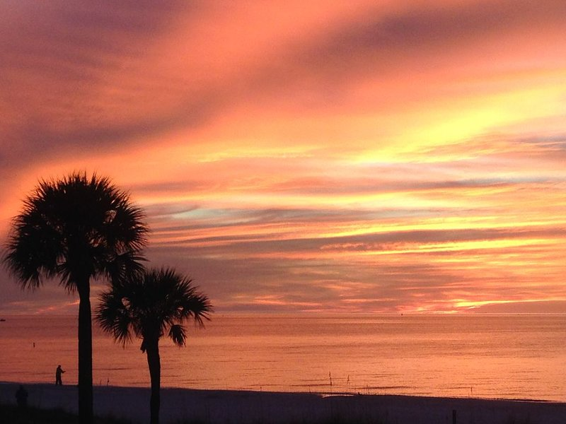 DIRECTLY ON BEACH - ST PETE BEACH  PASS-A-GRILLE  - Awesome Sunsets from Balcony, holiday rental in St. Pete Beach
