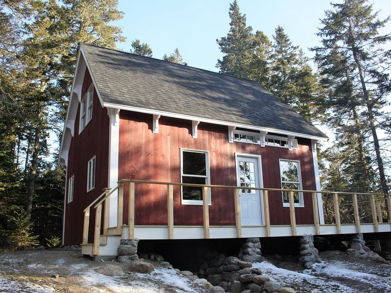 Secluded Rustic Cabin in the Woods with Distant Water View, holiday rental in Stonington
