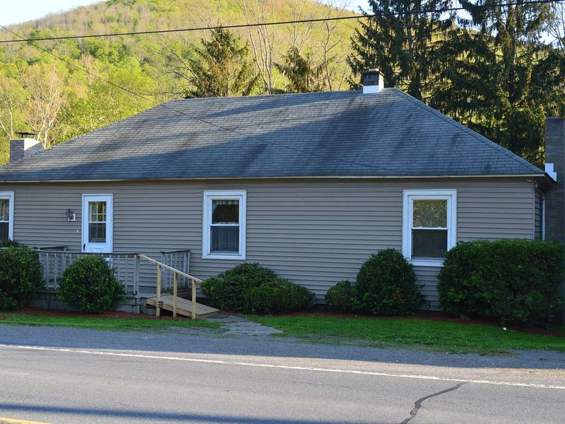 Looking for a great family getaway check out our Cottage, location de vacances à Wellsboro