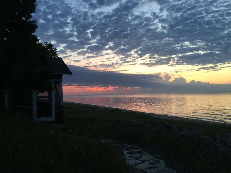 The Pond Cottage - Lake Front on Beautiful Lake Michigan, location de vacances à Kohler