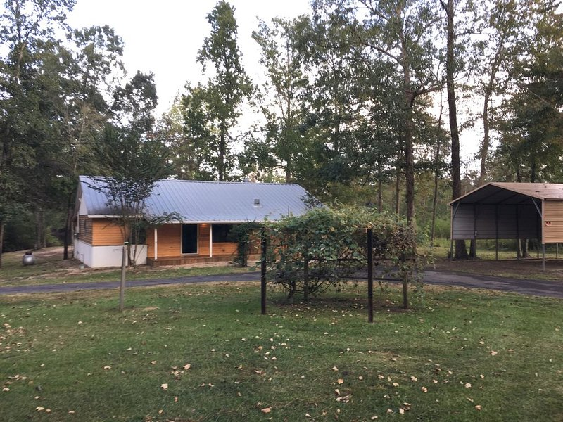 Come By Our Cabin On Toledo Bend!  NEW UPDATED NIGHTLY RATE!! ANY night $165!!!!, holiday rental in Milam