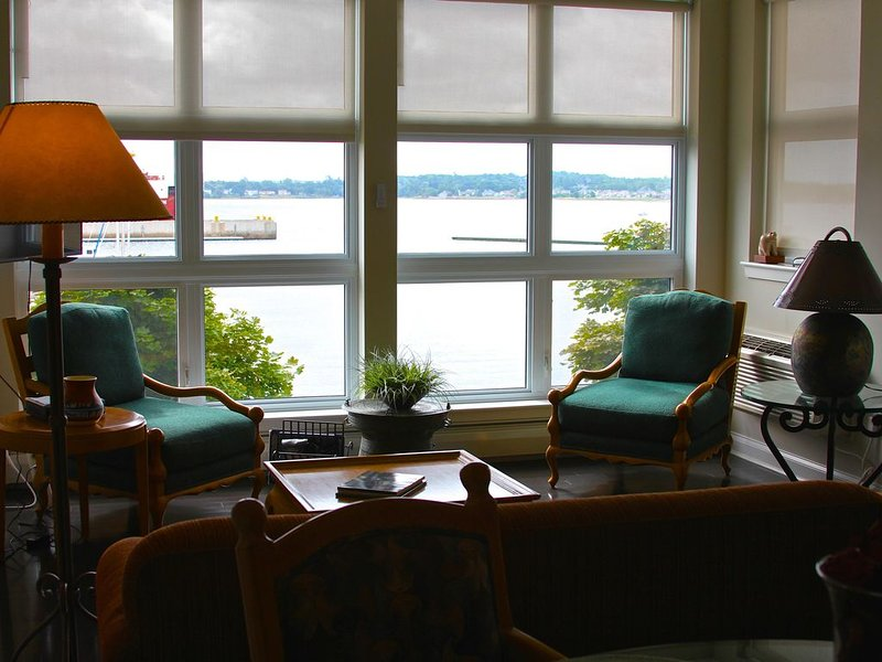 Luxurious Waterfront Condo in downtown Charlottetown,, alquiler de vacaciones en York