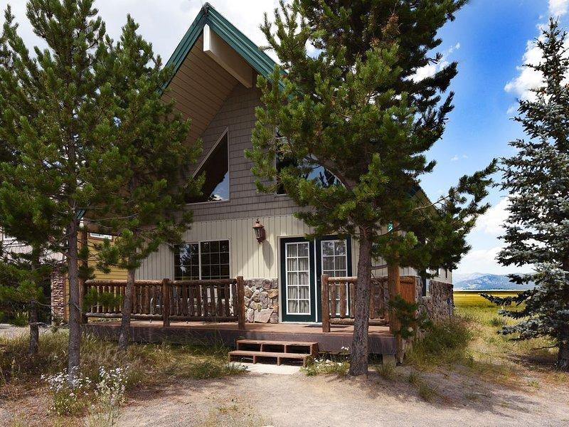 Yellowstone Cabin Retreat| Close to Yellowstone| 3 bedroom 1 bath, Sleeps 10, location de vacances à Island Park